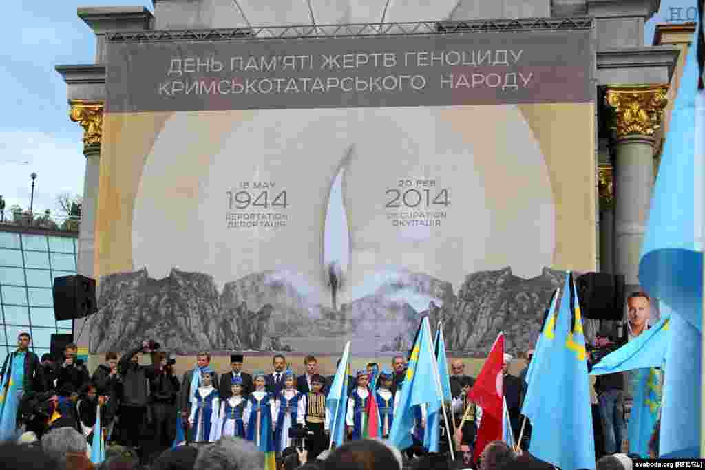 Qırımtatar sürgünligi qurbanlarını añma künü Kyivdeki Mustaqillik Meydanında