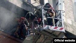 Pančevo, spašavanje iz zgrade u plamenu.
