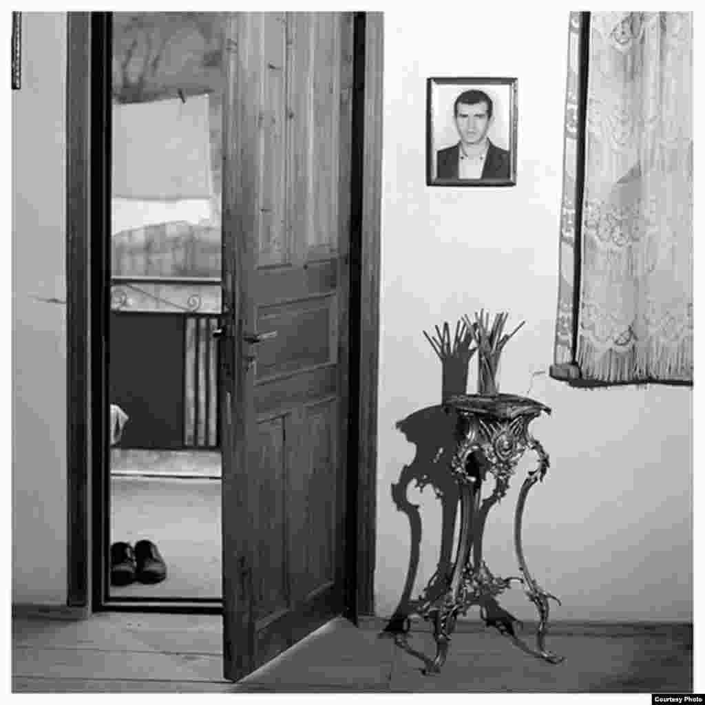 Ирина Абжандадзе, «Сосо Лоладзе, 29 лет» из серии «Жертвы», 2000
