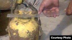 """Радиоактивті"""" цезий-137"""" салынған темір контейнер. Сурет Маңғыстау облыстық ішкі істер басқармасынан алынls. 28 тамыз 2014 жыл."""