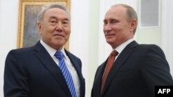 Қазақстан президенті Нұрсұлтан Назарбаев (сол жақта) пен Ресей президенті Владимир Путин. Мәскеу, 8 ақпан 2013 жыл.