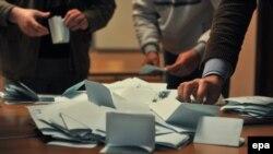 Prebrojavanje glasova na jednim od prethodnih izbora, 2012.