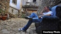 Василис Царцанис, активист кој им помага на мигрантите во Грција.