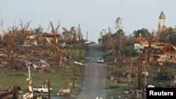 Местность после торнадо. США, 23 мая 2011 года. Иллюстративное фото.