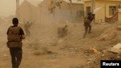 Іракські силовики в бою з ісламістами в Рамаді, фото 14 травня 2015 року
