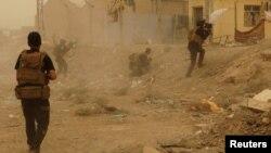 قوات عراقية في قتال في الرمادي 14 آيار 2015