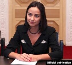 Armenia - Georgian Economy Minister Vera Kobalia at a meeting with Prime Minister Tigran Sarkisian, 7Nov2011.