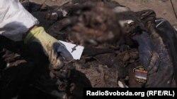 Останки одного из двух военных, найденных миссией «Эвакуация 200» вблизи поселка Крымского в Луганской области, 10 июня 2016 года