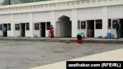Коммунальщики проводят уборку и дезинфекцию, Ашхабад, март, 2020