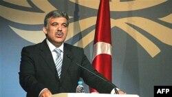 احزاب چپ و ملی گرا مخالف نامزدی عبدالله گل هستند.