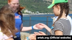 Иностранные волонтеры в крымском «Артеке»