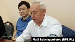 Сейітқазы Матаев пен оның ұлы Әсет Матаев сотта отыр. Астана, 3 тамыз 2016 жыл.