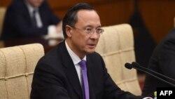 Қазақстан сыртқы істер министрі Қайрат Әбдірахманов қытайлық әріптесі Ван Имен кездесіп отыр. Пекин, 24 сәуір 2018 жыл.