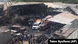 Eксплозија и пожар во фабрика за пиротехника западно од главниот град на Индонезија, Џакарта