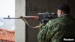Separatçılar Donestk hava limanına hücum edir.