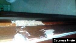 выбитая дверь квартиры Гульнары Каримовой