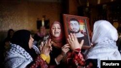 اقوام یک زندانی فلسطینی اسرائیل در انتظار آزادی او