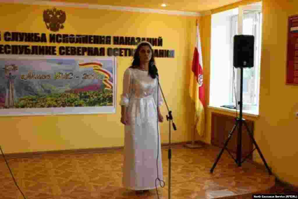 Участницы пели, читали стихи и танцевали