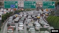 На одной из автотрасс в Тегеране