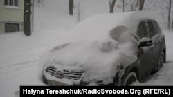 Львів засипало снігом