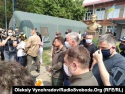 Владимир Зеленский во время визита в Смоляниново