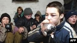 Так, по мнению депутатов Госдумы, выглядят российские дети на улице после 23 часов