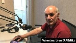 Gheorghe Budeanu, jurnalist, în studioul Europei Libere