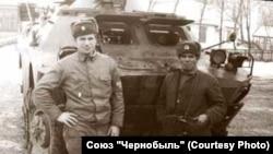 Владимир Михайлов (слева) в период ликвидации аварии