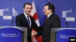 Сегодня с утра лидеры бывшей правящей партии принялись «полоскать» выступление премьера уже на национальных телеканалах: 15-минутную речь Гарибашвили в рамках дискуссии «Восточное партнерство Евросоюза» они охарактеризовали как скандальный провал