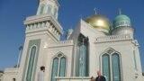 Эски мечит 1904-жылы курулуп, совет маалында Москвадагы жалгыз мечит катары сакталып келген. Учурда анын аймагы 964 чарчы чакырымдан 19 мин чарчы чакырымга чейин кеңейтилген.
