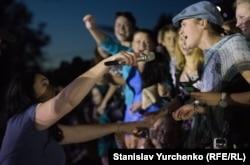 Співачка Лоліта Мілявська на концерті в Керчі, 2015 рік