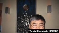 кыргыздын таанымал сүрөтчүсү Асатилла Тешебаев. Грац, Австрия. 2010-жылдын 19-ноябры. TCh.