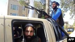 Taliban döyüşçüləri Heratda, 13 avqust 2021