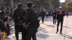 Polis gənc müxalifətçilərə qarşı