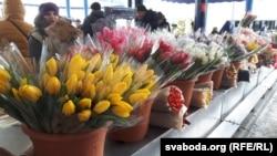 Тульпаны на Камароўскім рынку ў Менску