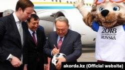 Қазақстан президенті Нұрсұлтан Назарбаевтың Мәскеуге жеткен сәті. 14 маусым 2018 жыл. Ақорда вебсайтының суреті