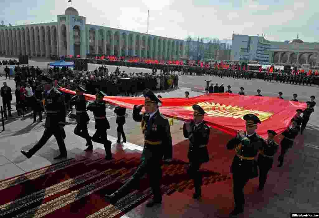 3 марта в Кыргызстане торжество отметили День государственного флага.