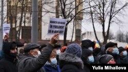 Молдова парламенти чуулгандуу мыйзам долбоорлорун карап жаткан чакта жүздөгөн жарандар каршылык акциясына чыкты.