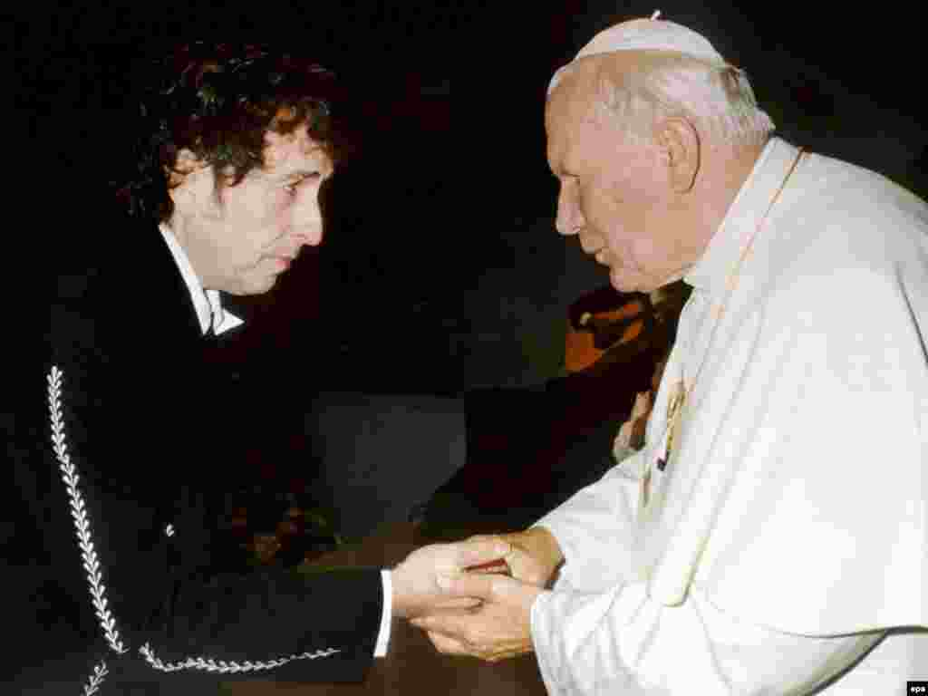 Dylap meets Pope John Paul II after he performed at a Catholic youth rally in the city of Bologna in September 1997.