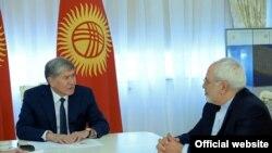 Президент Алмазбек Атамбаев Ирандын премьер-министри Мохаммад Жавад Зариф менен. 19-апрель, 2017-жыл