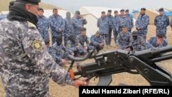 """عناصر من شرطة نينوى يتدربون في معسكر """"تحرير الموصل"""""""