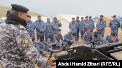 """Ирак әскері """"Ислам мемлекеті"""" экстремистік ұйымына қарсы ұрысқа дайындық кезінде. (Көрнекі сурет)."""