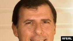 ريچارد ماتوئيان، مدير کل انجمن پسته کاران غرب آمريکا، می گوید: کشاورزان آمريکايی موفق شده اند تا ميزان محصول خود را در سال ۲۰۰۷ به ۱۹۰ هزار تن برسانند.