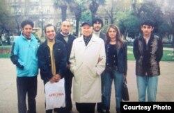 Çingiz Hüseynov Bakıda Azad Yazarlar Ocağının üzvləri ilə