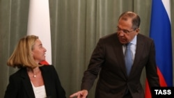 Представитель ЕС по иностранным делам и политике безопасности Федерика Могерини и министр иностранных дел России Сергей Лавров