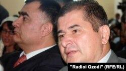 Раҳматулло Зоиров (аз тарафи чап)