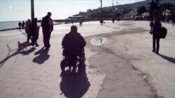 В Ялте провели рейд на доступность набережной для инвалидных колясок (видео)