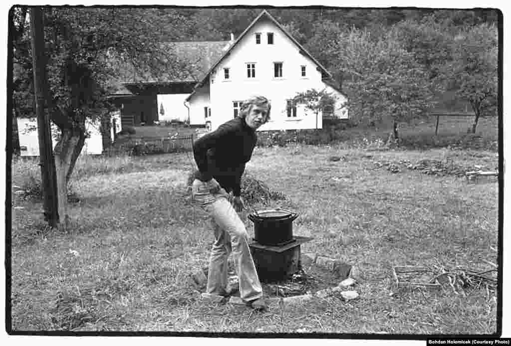 Havel preparing food outdoors for a summer gathering in 1975 at the cottage.