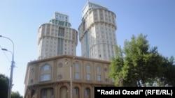 """Фондовая биржа располагается в комплексе """"Душанбе-Плаза"""""""