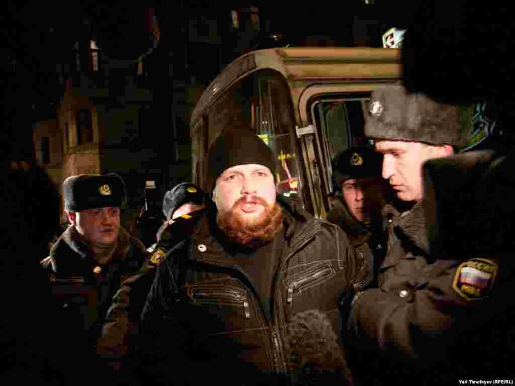 ...и Дмитрия Дёмушкина задержали во время интревью.